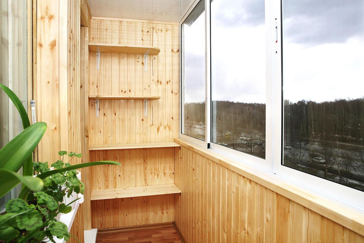"""Обшивка балкона ооо """"грос""""."""